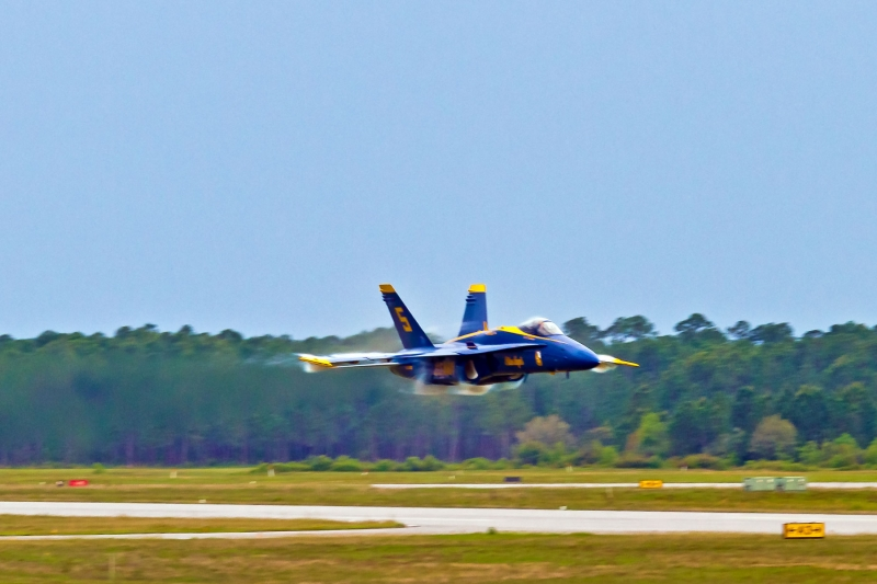 Blue Angels – Solo Plane Sneak High Speed Pass