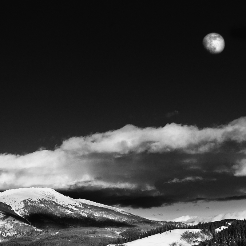 Moon Rise Of The Rockies