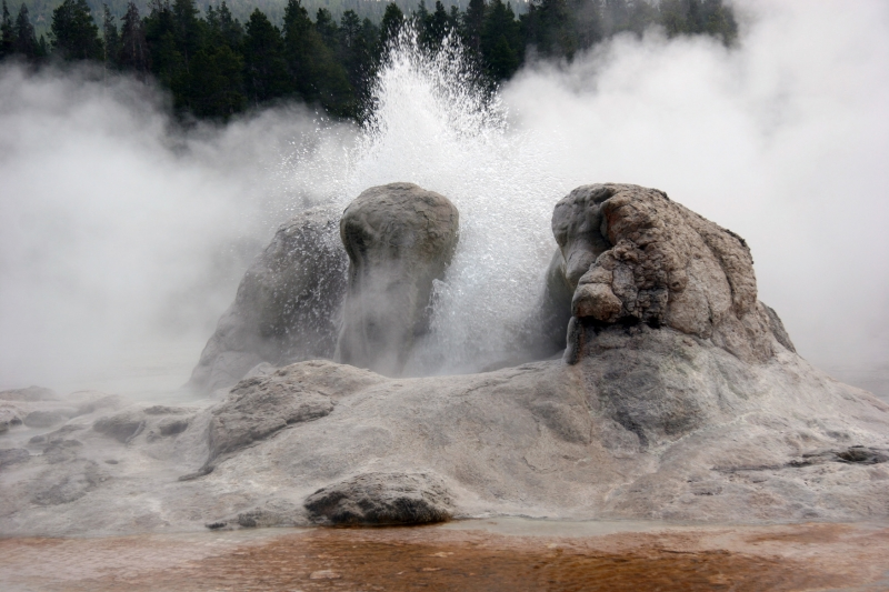 Boiling Water – Grotto Geyser