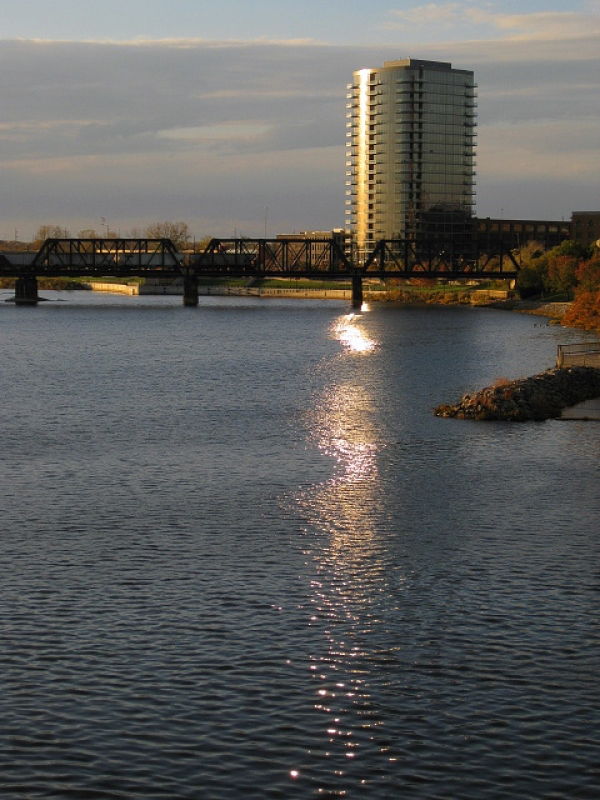 Condo Reflects On Scioto