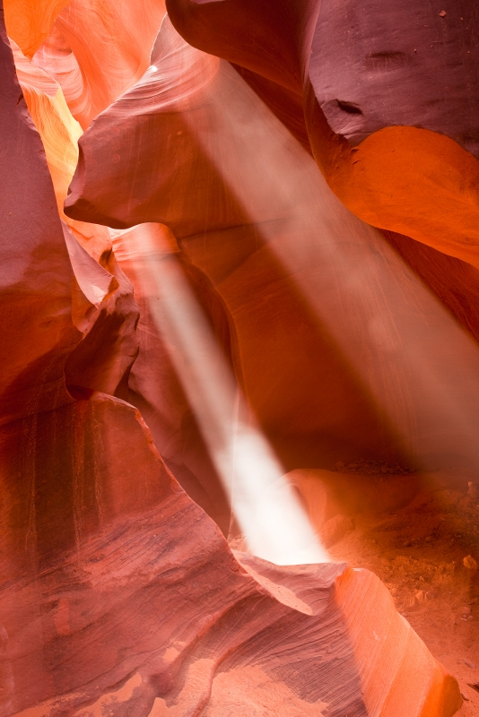 Lower Antelope Canyon With Sun Rays