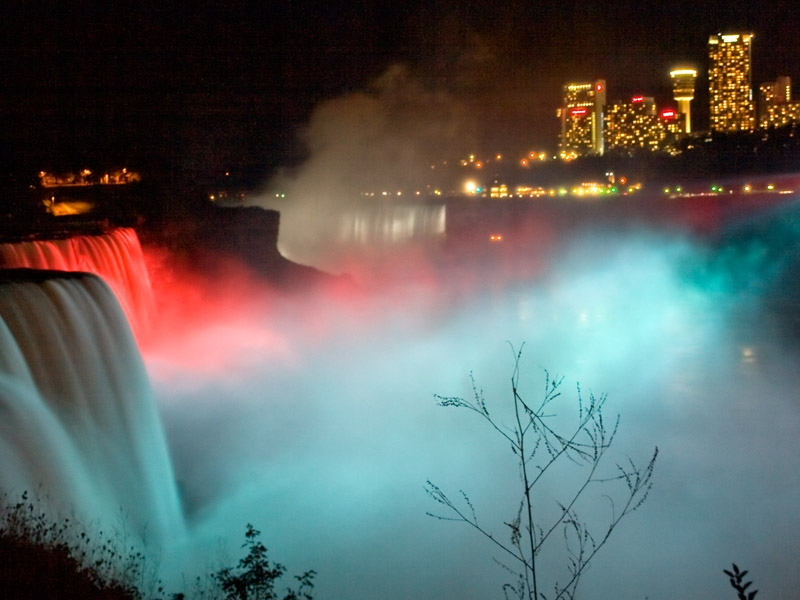Night Falls On Niagara