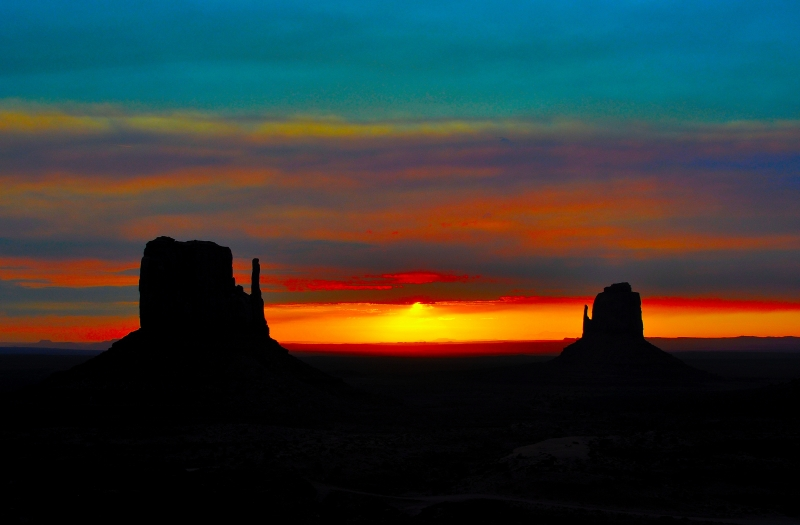 Sunriset At Monument Valley