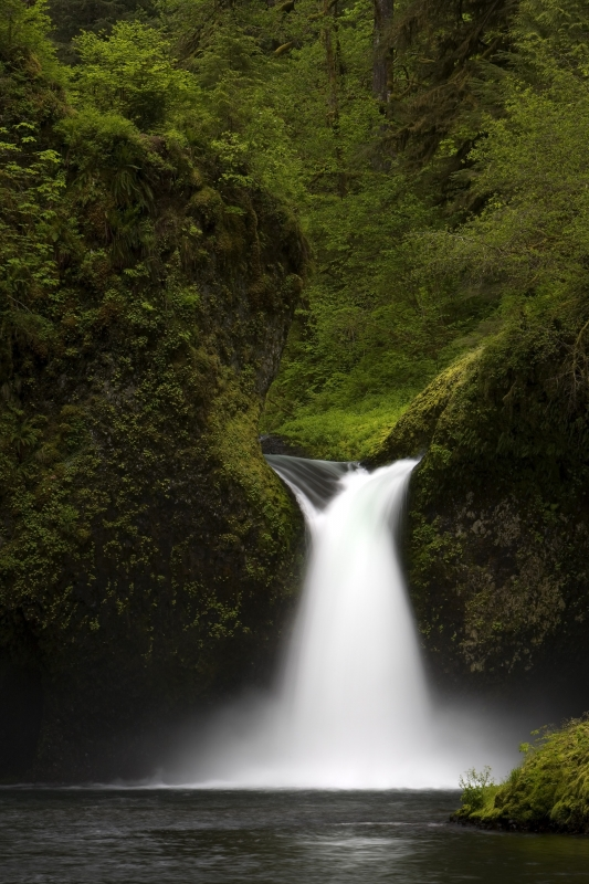 Punchbowl Falls, Columbia River Gorge Scenic Area, Oregon