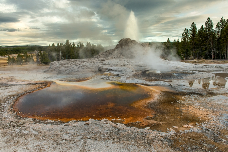 Yellowstone Np – Geyser Pool