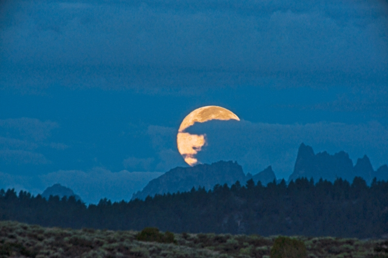 Moonset Over Mammoth Minarets
