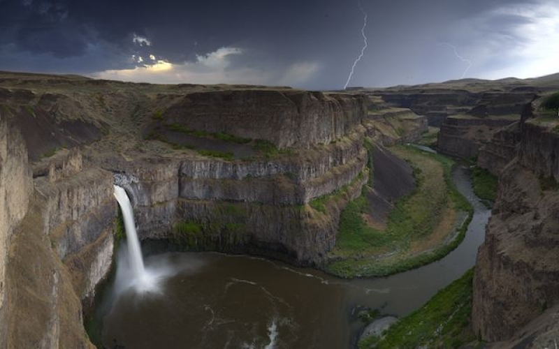 Lightning Over The Palouse
