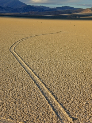 Devil's Racetrack, Death Valley