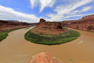 Horseshoe Bend In Canyonlands With Boats