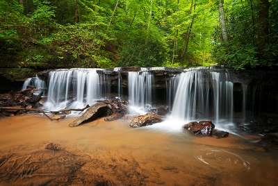 Perpetuelles – Small Waterfall Landscape