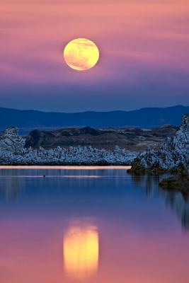 Moonrise Over Monolake – (2012 Wolf Moon)