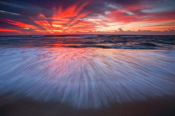 Incoming-wave-and-sunrise-Hatteras-Island-Cape-Hatteras-National-Seashore-North-Carolina-Ian-Plant