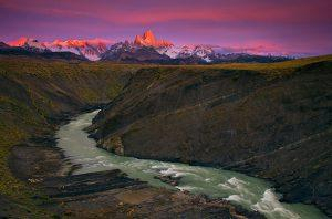 Sunrise-over-Fitz-Roy-and-the-range-Rio-Vueltes-canyon-Los-Glaciares-National-Park-Argentina