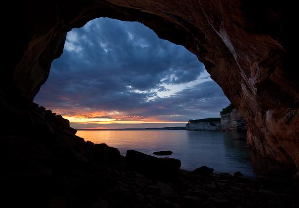 grand-portal-arch-at-sunrise