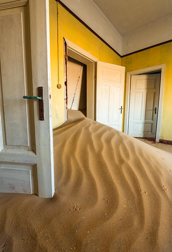 Yellow-room-vertical-Kolmanskop-Namibia