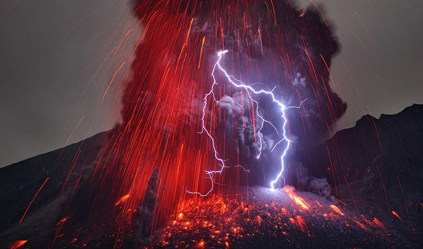 active volcanic eruption generating lightning