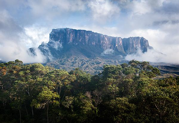 Kukenan-Tepui-emerges-from-the-mist-Canaima-National-Park-Venezuela