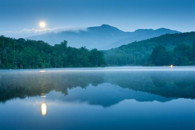 Carolina-Blue-Moon-by-Mark-Vandyke