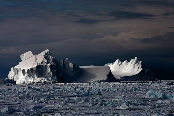 Floating-Icebergs-in-Drift-Ice-II-Ross-Sea-Antarctica-December-2006
