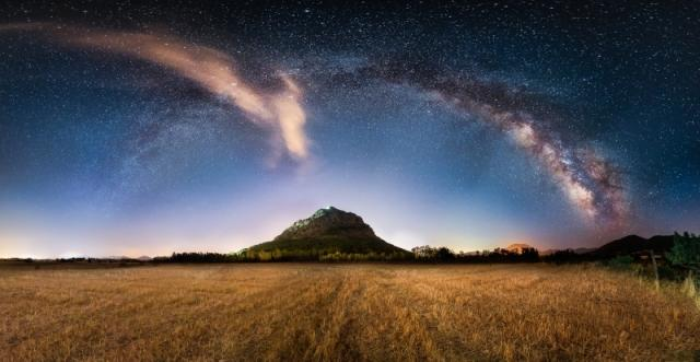 Milky-Way-Castle-by-Ivan-Pedretti