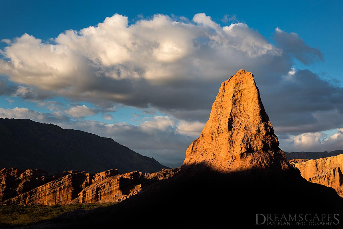 The-Obelisk-at-sunset-Cafayate-Argentina