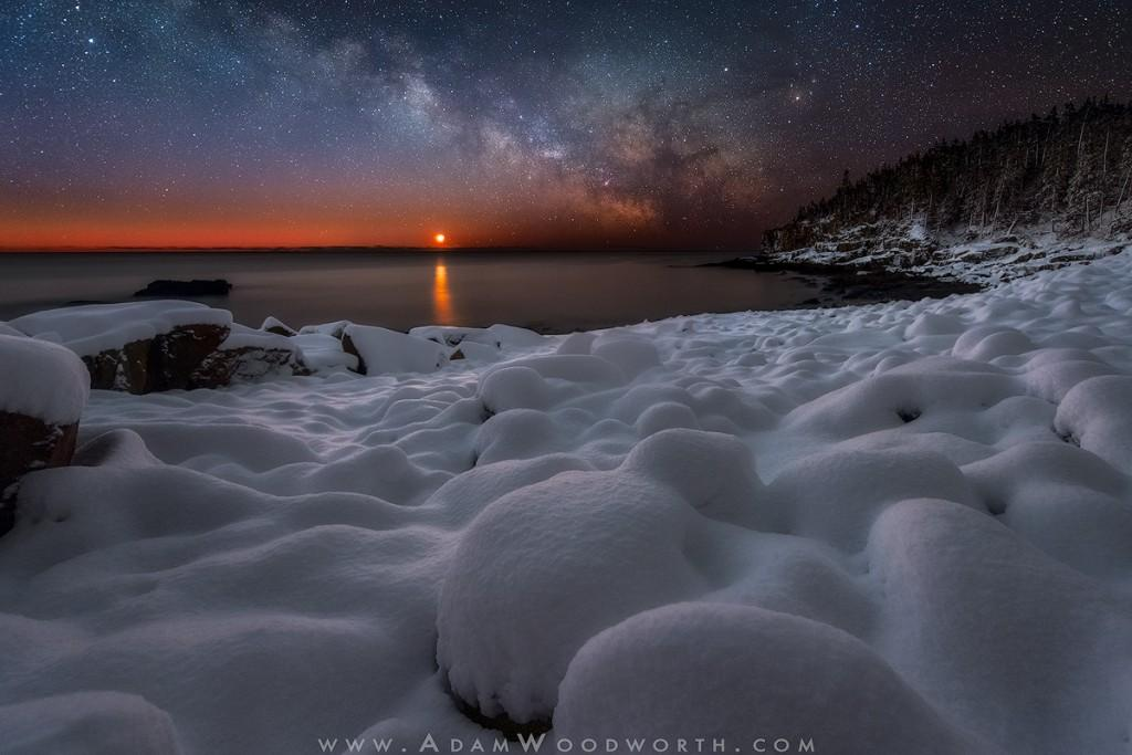AAW2123-web-Fresh_Snow_and_Milky_Way_Moonrise_at_Boulder_Beach-1024x683